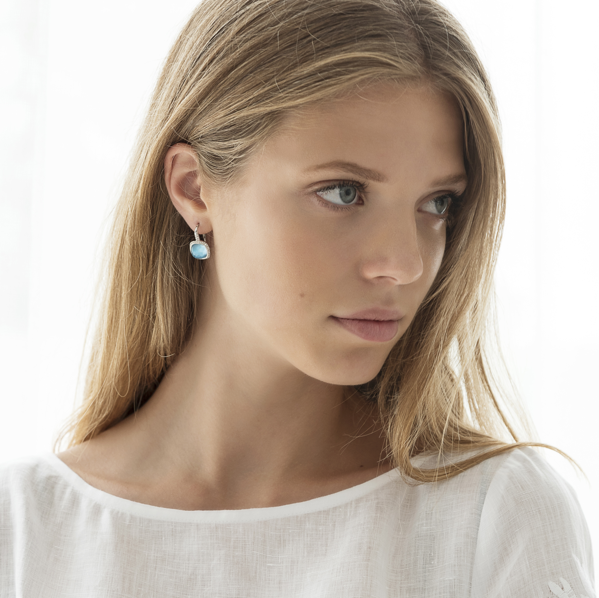 amiata earrings in white gold
